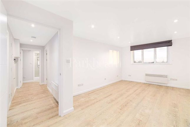 2 bed flat to rent in Waldo Road, Kensal Green, London NW10