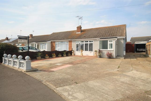 Main Picture of Credon Drive, Clacton-On-Sea CO15