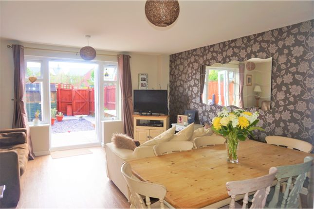 Thumbnail Semi-detached house for sale in Stryd Y Wennol, Ruthin