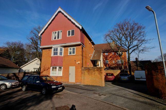 Thumbnail Flat for sale in Kenilworth Place, Laindon, Basildon