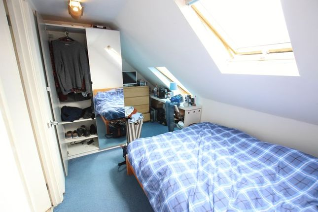 Thumbnail Shared accommodation to rent in Codling Close, London