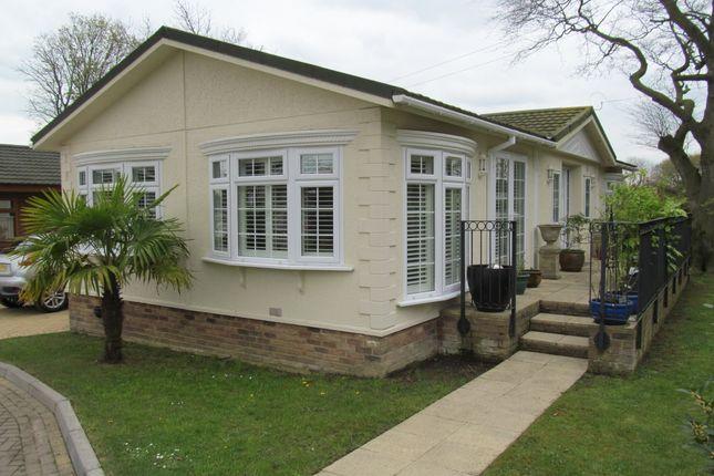 Thumbnail Mobile/park home for sale in Pilgrims Retreat (Ref 5577), Harrietsham, Maidstone, Kent