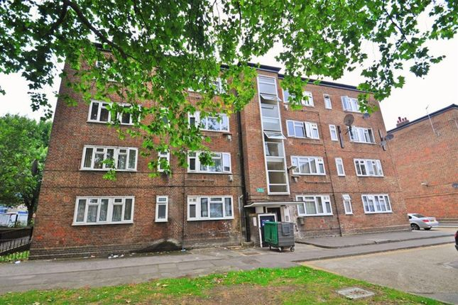 Thumbnail Flat for sale in Beech Avenue, Acton, London