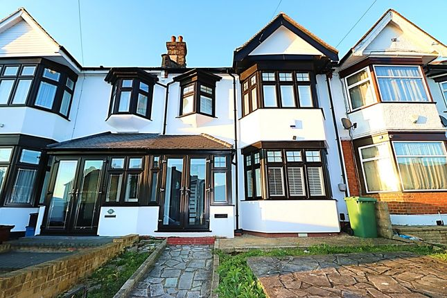 Thumbnail Terraced house to rent in Highlands Gardens, Cranbrook, Ilford