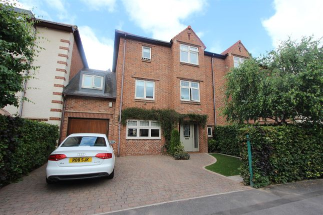 Thumbnail Town house for sale in Leconfield, Darlington