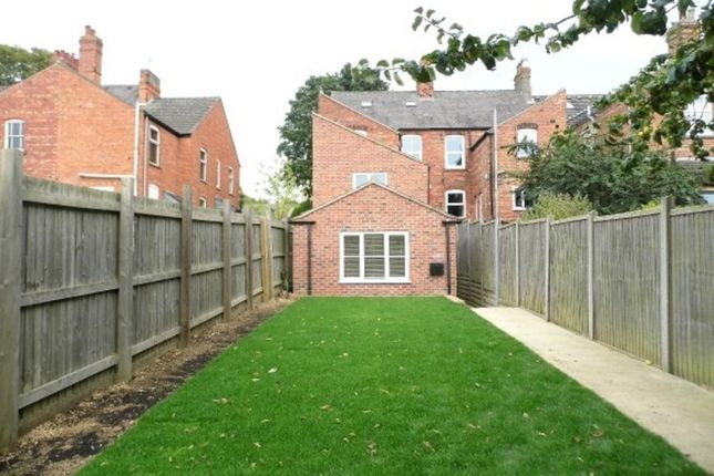 Thumbnail Flat to rent in Harrowby Road, Grantham