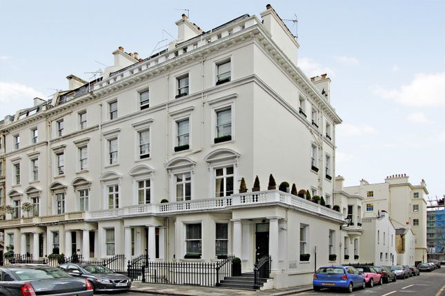 Thumbnail Town house for sale in Queensberry Place, London