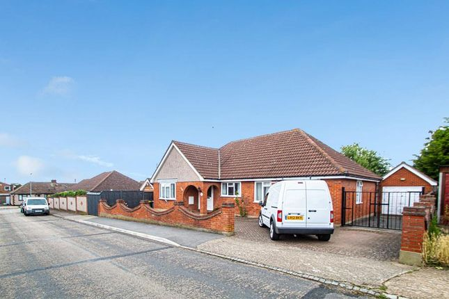 3 bed detached bungalow to rent in Louis Drive, Rayleigh SS6