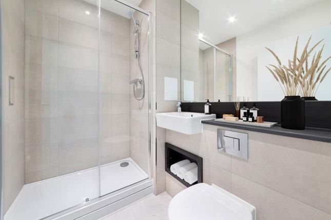3 bed link-detached house for sale in Albert Place, London N3