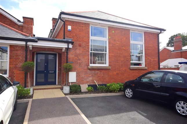 Thumbnail Flat for sale in Kensington Way, Brentwood, Essex