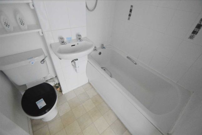 Bathroom of Clyde House, The Furlongs, Hamilton ML3
