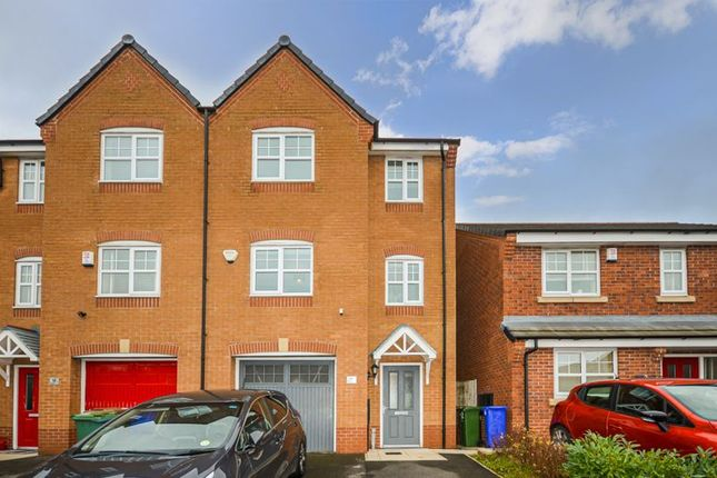 4 bed town house for sale in Admiral Way, Hyde SK14