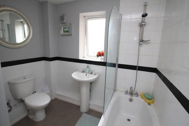 Bathroom of Limekiln Court, Wallsend, Tyne And Wear NE28