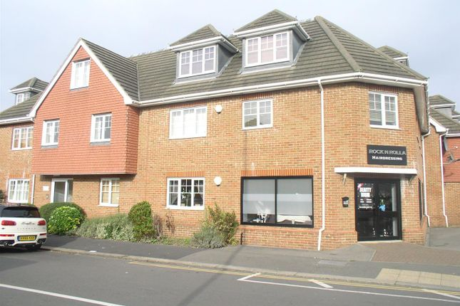 Thumbnail Flat to rent in Russell Road, Walton-On-Thames