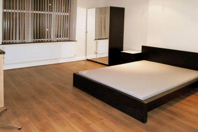 Thumbnail Studio to rent in Kingscroft Road, London