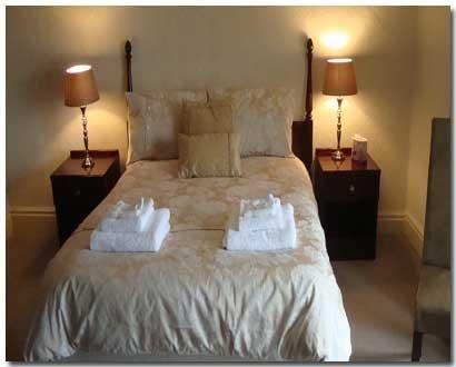 Redlionwirksworth-Bedroom1081