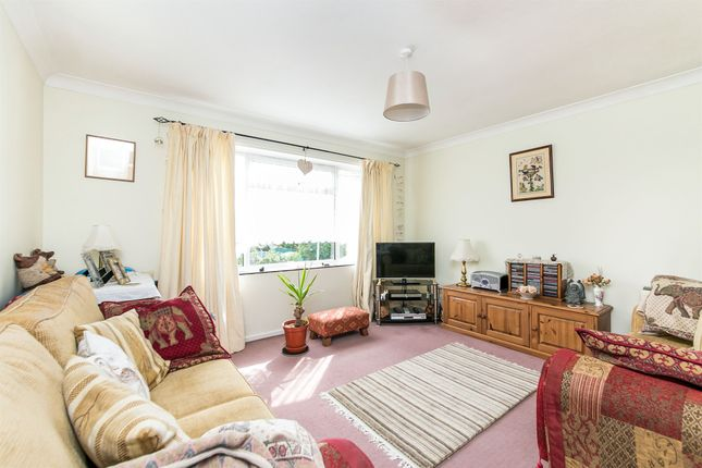 Thumbnail Flat for sale in Mason Close, Colchester