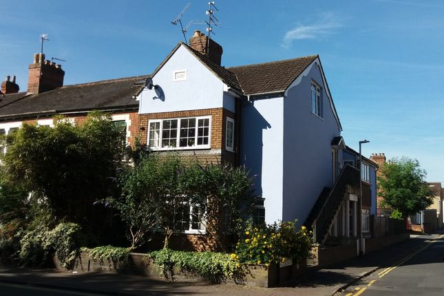 Thumbnail Flat for sale in Park Lane, Swindon, Wiltshire