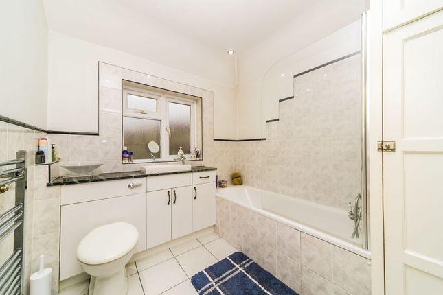 Bathroom of Broadcoombe, Selsdon, South Croydon CR2