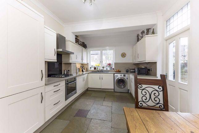 Thumbnail Property for sale in Arragon Gardens, London