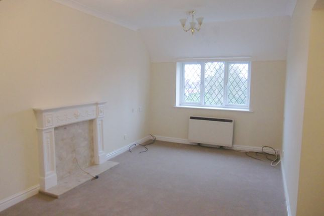 Thumbnail Flat to rent in Sandringham House, Stockport Road, Stockport, Cheshire