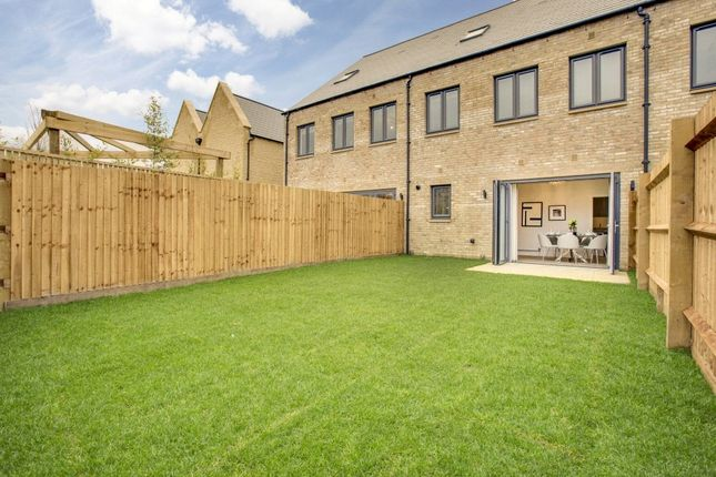 Thumbnail Terraced house for sale in 14 Baynhams Drive, Oxford