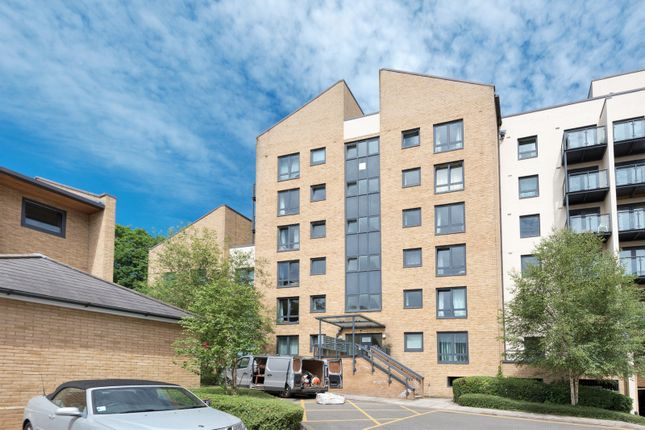 Thumbnail Flat for sale in Victoria Way, Horsell, Woking