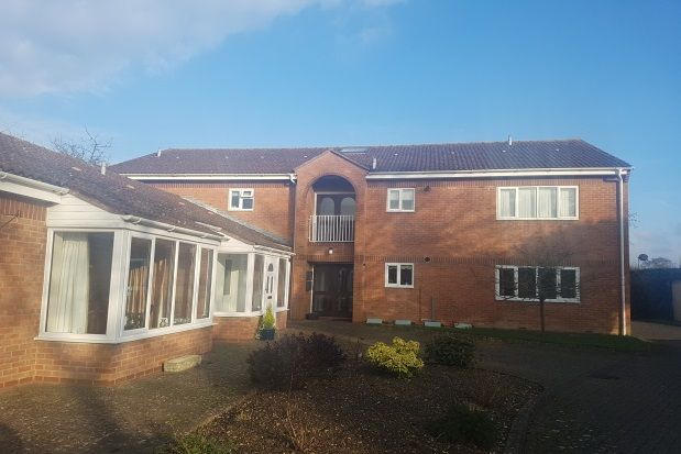 2 bed flat to rent in Middle Road, Aylesbury