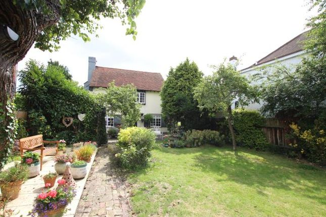 Thumbnail Detached house to rent in Lapwater Close, Leigh-On-Sea