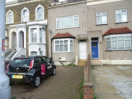 Thumbnail Flat for sale in Fairlop Road, London