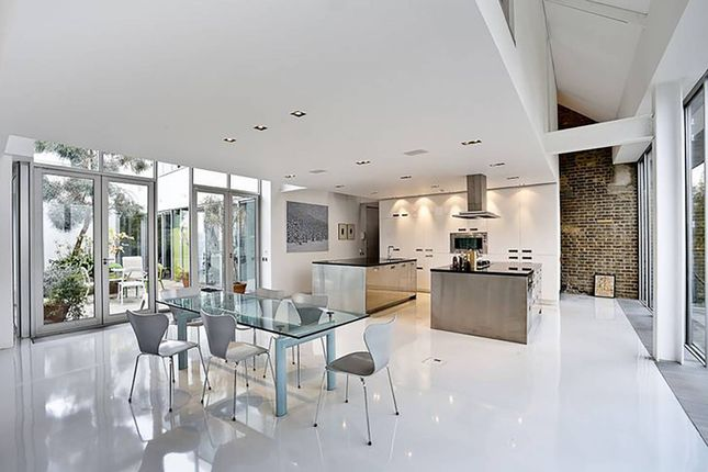 4 bed flat for sale in Micawber Street, Islington