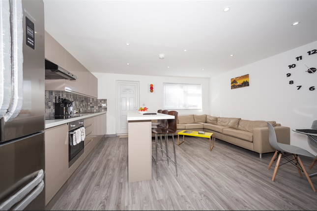 Thumbnail Terraced house to rent in Kendal Lane, Leeds, West Yorkshire