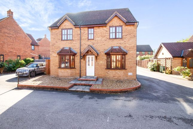 4 bed detached house to rent in Frogmore Place, Westcroft, Milton Keynes MK4