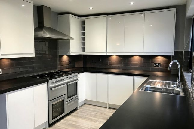 Thumbnail Detached house to rent in Luton Road, Dunstable