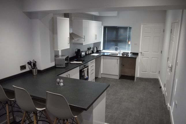Thumbnail Room to rent in Kings Road, Ashton-Under-Lyne