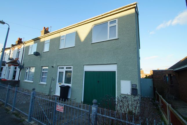 Thumbnail Maisonette to rent in Oxford Crescent, Clacton-On-Sea
