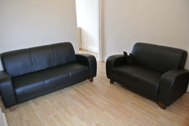 2 bed flat to rent in Heber Road, Cricklewood
