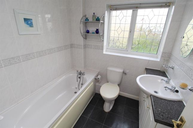 Family Bathroom of Staunton Fields, Whitchurch, Bristol BS14