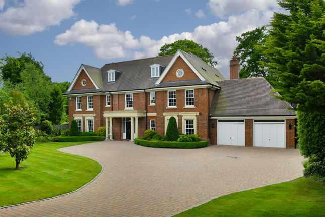 5 bed detached house for sale in Woodland Way, Kingswood