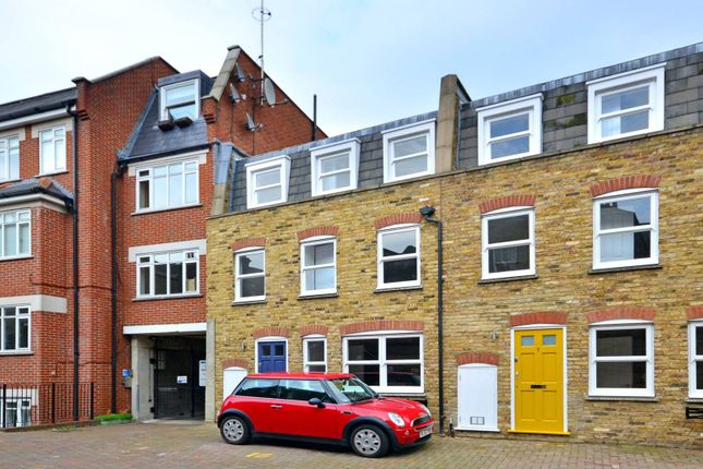 Parking/garage to rent in Barnard Mews, Clapham Junction