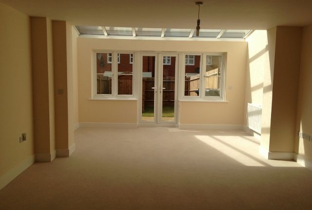 Thumbnail Terraced house to rent in Mathecombe Road, Slough