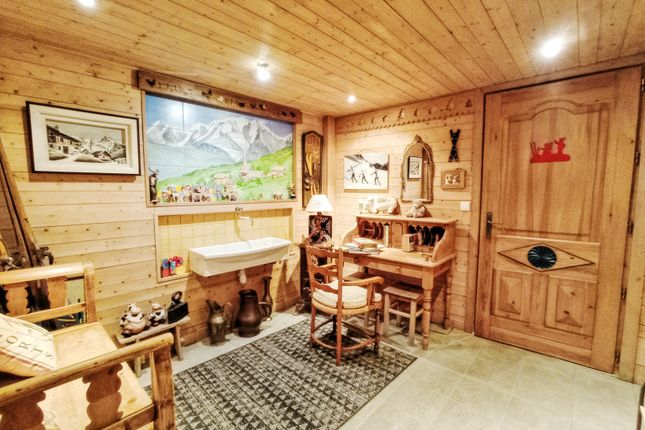Thumbnail Chalet for sale in Les Gets, Haute-Savoie, Rhône-Alpes, France