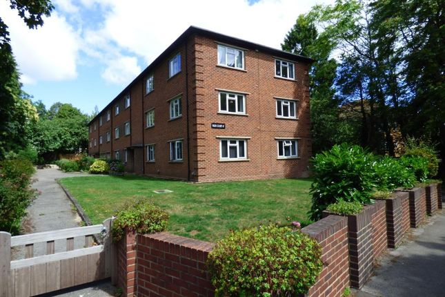 2 bed flat to rent in Western Road, Branksome Park, Poole BH13