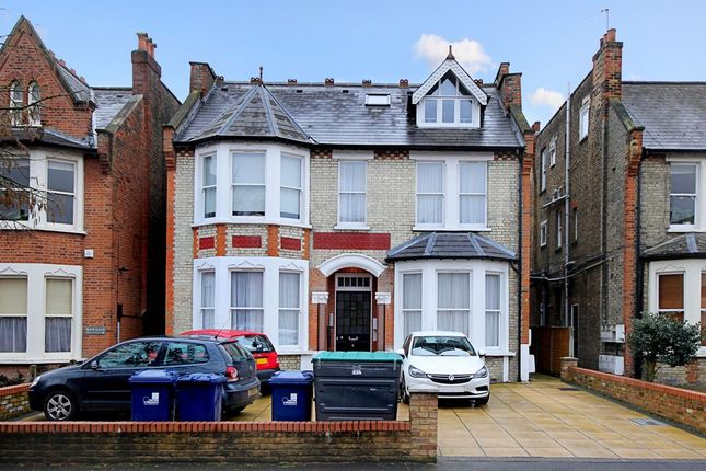 2 bed flat to rent in Freeland Road, London