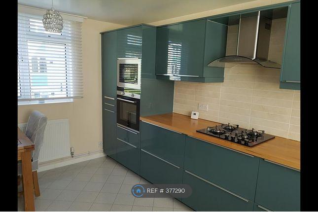 Thumbnail Flat to rent in Hambleden Court, Bracknell