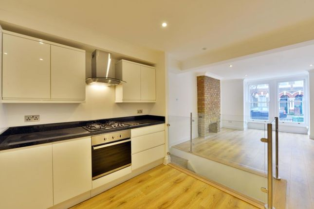 Flat in  Saratoga Road  Clapton West London