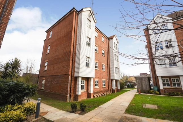 1 bed flat for sale in Bessemer Close, Basildon, Essex SS16