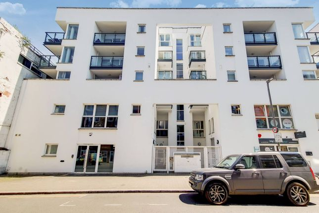 Thumbnail Flat to rent in Point Pleasant, Putney, London