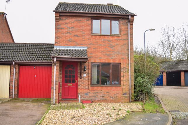 Front of Highlands Drive, Daventry NN11