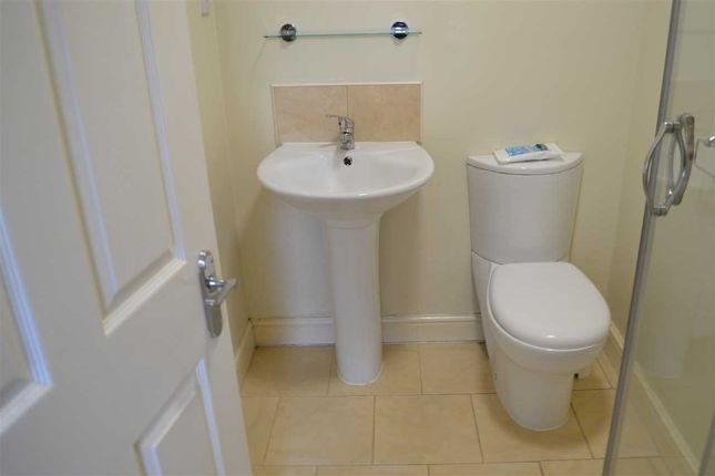 En Suite of Russell Road, Garston, Liverpool L19